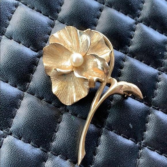 454ab1597 Vintage Marcel Boucher Gold Pearl Pansy Brooch. Vintage.  M_5c4b7177e944bac6bcd823f7. M_5c4b7062c2e9fea73b732cdc.  M_5c4b7107c61777d40f17d83e